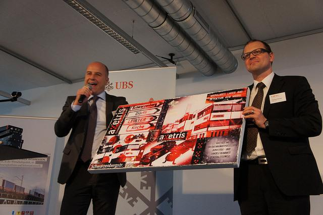 In the picture: Dr. Thomas Hessler, General Manager Axetris, during award ceremony.
