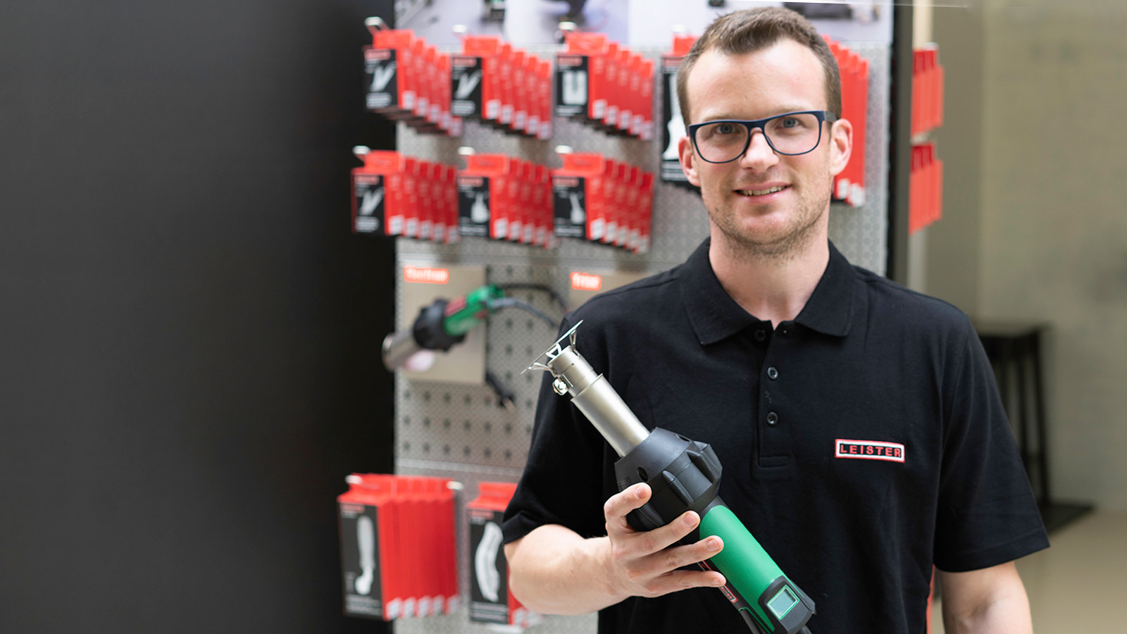 Matthias Kaserer, Product Manager Hand Tools and TRIAC AT with protection nozzle